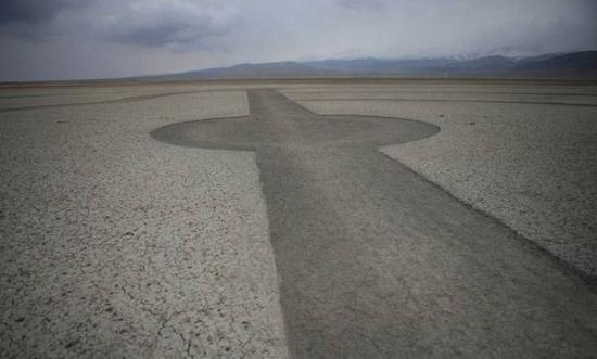 Странный двухкилометровый рисунок появился в Китае (3 фото)