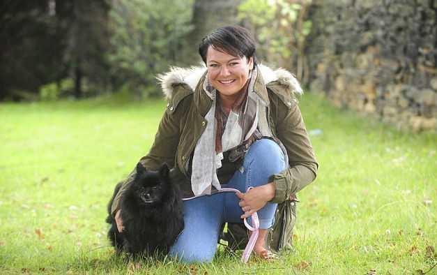 Британка уверяет, что ее собака владеет гипнозом (7 фото)