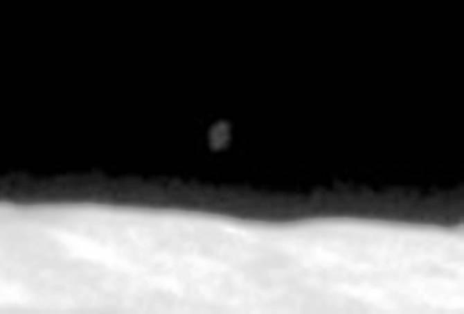 Необычное пятно на старом фото с Луны (3 фото + видео)