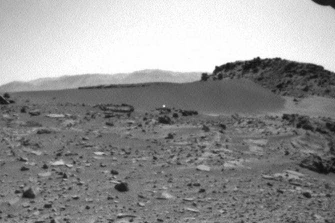 На фото с Марса обнаружили светящийся шарик (3 фото + видео)