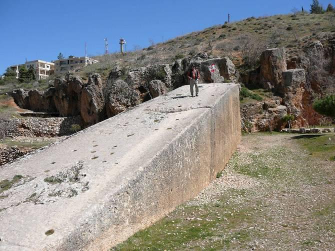 Кто изготовил огромные каменные монолиты Баальбека? (3 фото)