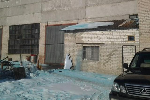 В Челябинске жителей напугал голубой снег. Причину аномалии ищут (5 фото)