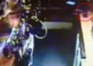 Призрак разбил бутылку в британском пабе