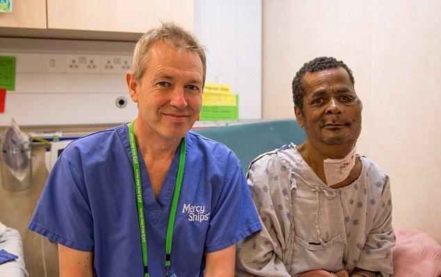 Жителю Мадагаскара удалили 7-килограммовую опухоль (6 фото)