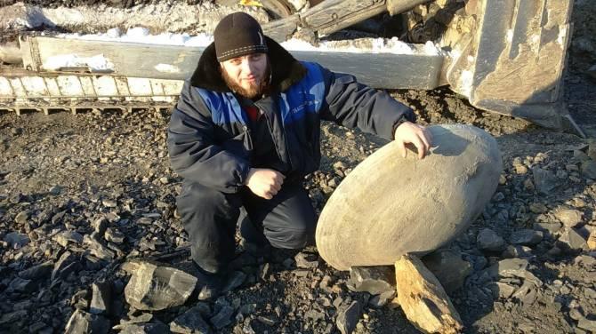 Загадочный артефакт найден в угольном разрезе Кузбасса (6 фото)