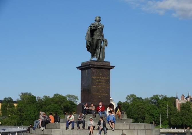 Ожившие статуи и памятники (4 фото)