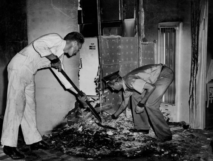 spontaneous human combustion Today we're going to point our skeptical eye at one of the mainstays of the paranormal: spontaneous human combustion (shc) the idea is that people can, while simply minding their own business, burst into flames, with no external source of ignition it's not a medically recognized phenomenon, and no.
