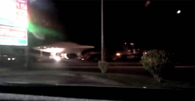 Неподалеку от Зоны 51 перевозили странный диск, похожий на НЛО (2 фото)