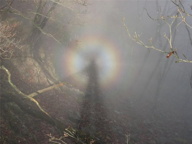 Призраки горы Брокен и другие оптические явления