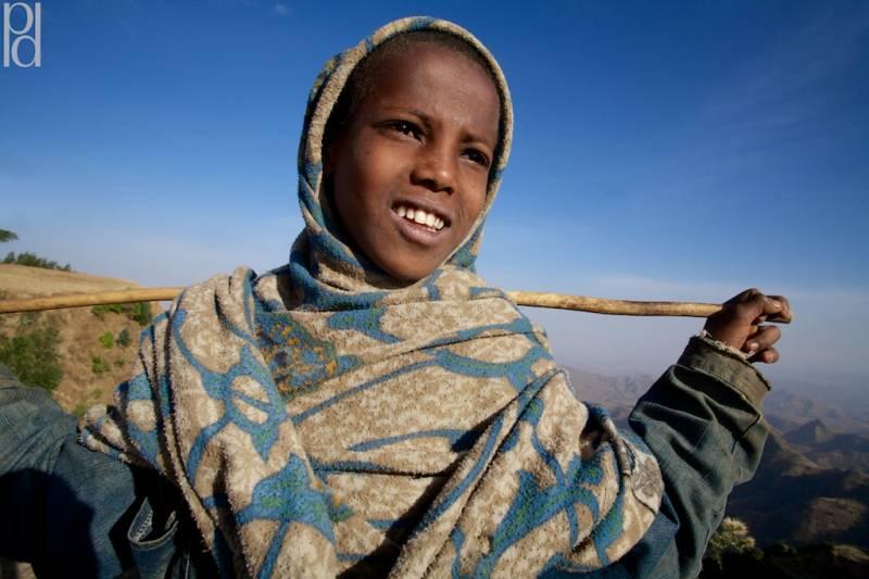 Мальчики-экстрасенсы из Эфиопии (2 фото)