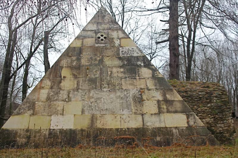 Пирамиды архитектора Николая Львова (5 фото)