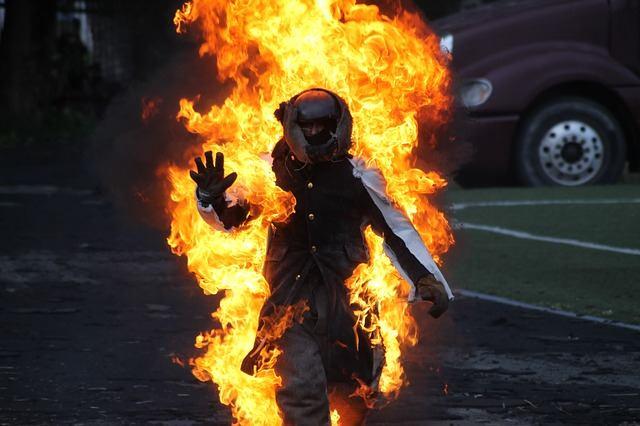 Спонтанное самовозгорание людей (4 фото)
