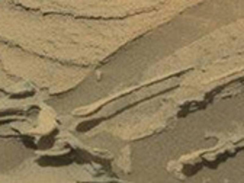 Curiosity прислал с Марса снимок парящей ложки (5 фото)