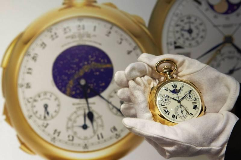 Проклятые часы швейцарского мастера (4 фото)