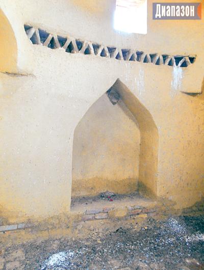 В Казахстане есть мавзолей, где покоился трехметровый воин (3 фото)