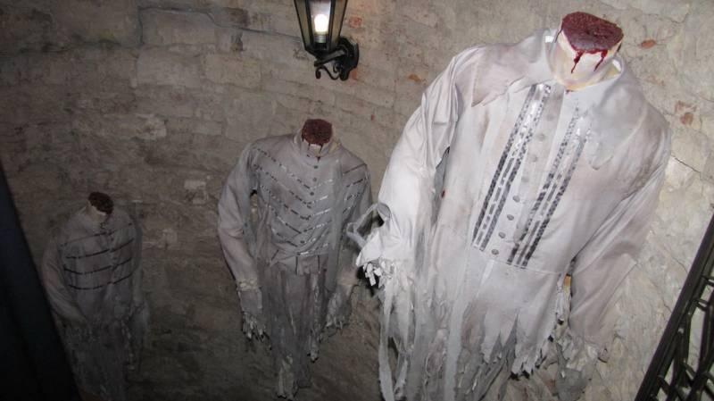 Безголовые призраки Праги (4 фото)