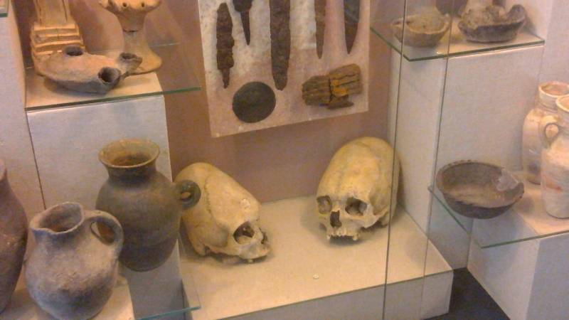 Вытянутые черепа из Крыма (6 фото)