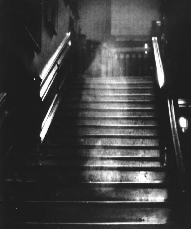 Призрак со знаменитого фото: Дама из поместья Райнхэм (2 фото)