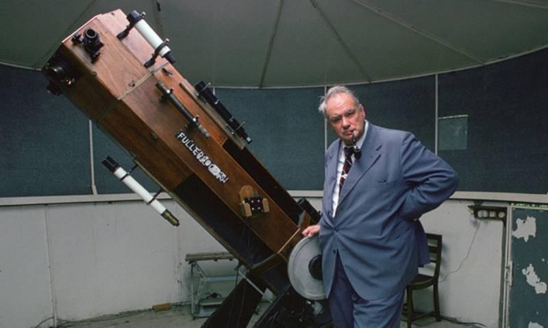 Как именитый британский астроном пытался уфологов высмеять (3 фото)