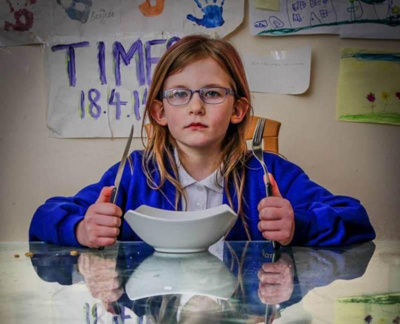 Девочка, не чувствующая боли, голода и усталости  (4 фото)