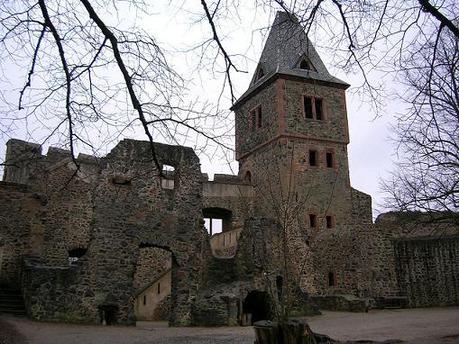 Германские призраки: Дамы и безголовые рыцари (4 фото)