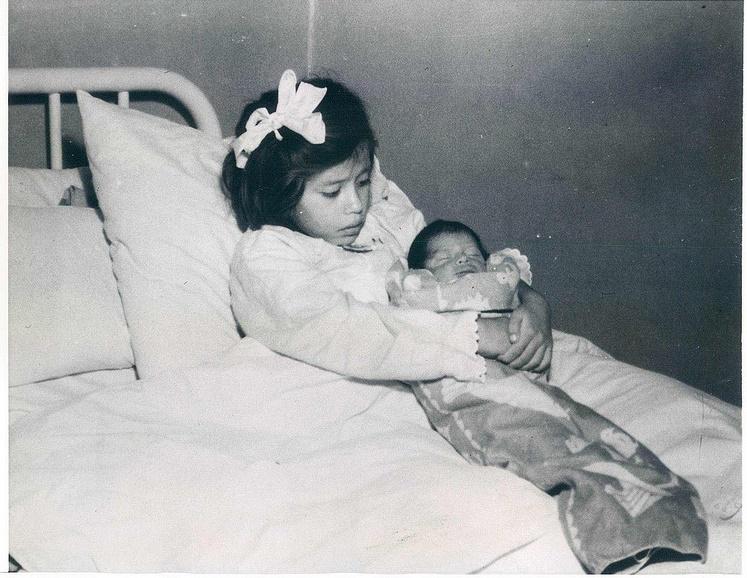 Умерла самая молодая мама в истории человечества  (6 фото)