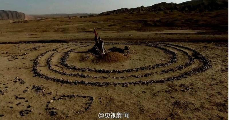Таинственные каменные круги и другие фигуры в пустыне Гоби