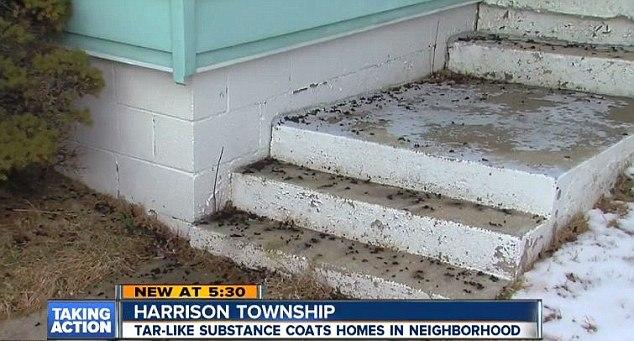 Странный черный дождь сбросил вязкое вещество на город в штате Мичиган (5 фото)
