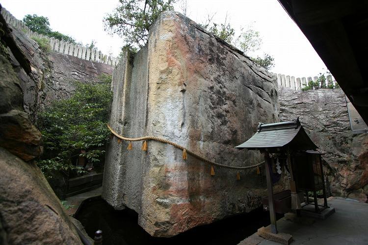 Таинственный японский мегалит Иши-но-Ходен