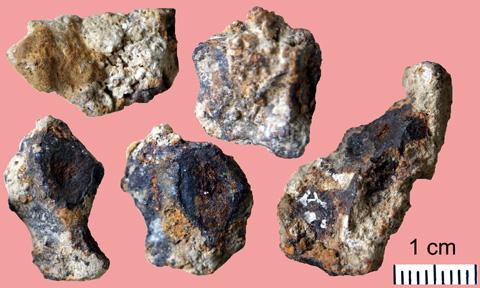 Почему метеорит всегда падает в кратер