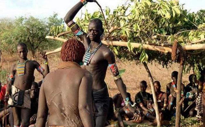 Племя которое наматывает член на палку