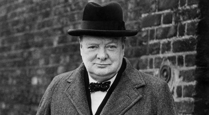 Британец утверждает, что заснял в лондонском метро призрак Черчиля (2 фото)