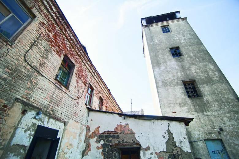 Падающий с Белой башни призрак и другие фантомы в зловещих местах (4 фото)