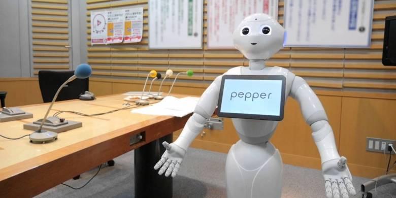 В Японии робота впервые в мире приняли в среднюю школу (3 фото)