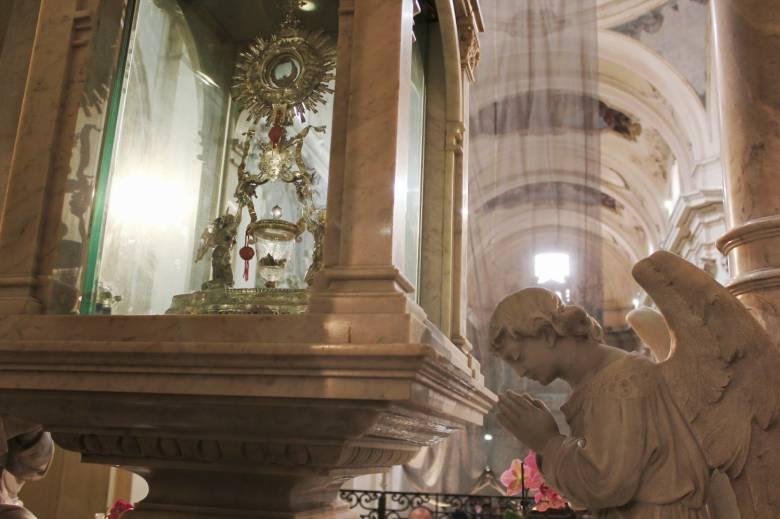 Ланчанское чудо: Кровь и плоть Иисуса (5 фото)