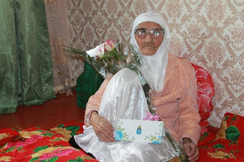 Старейшая женщина планеты живет в Астраханской области. Ей 120 лет (4 фото)