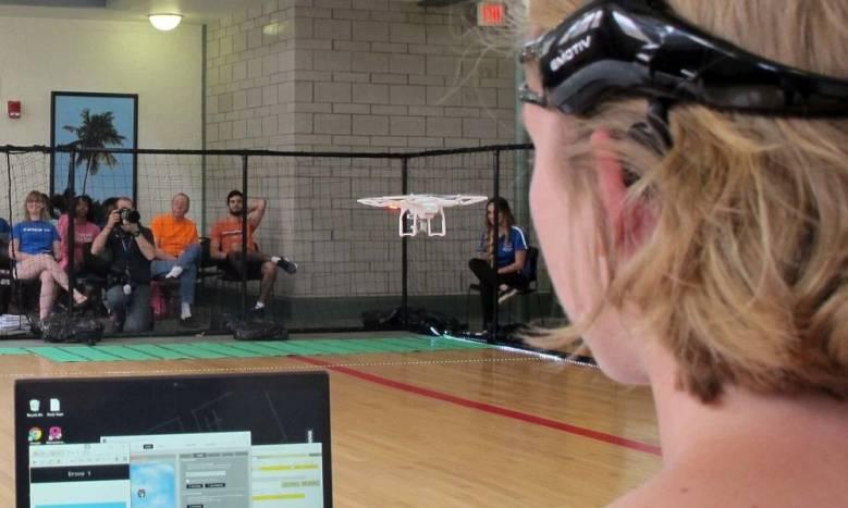 Состоялась первая в мире гонка дронов, управляемых силой мысли (2 фото + видео)