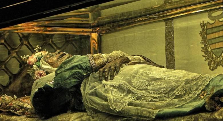 Загадка нетленных мощей святой Зиты (2 фото)
