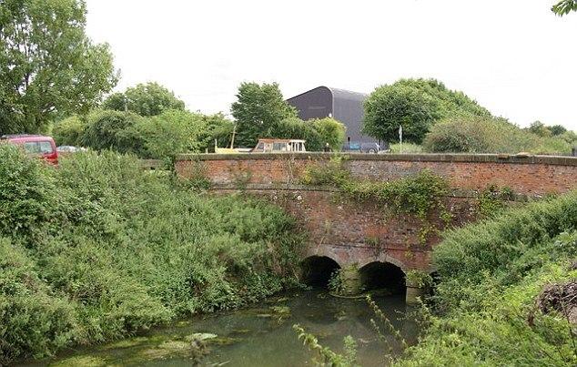 В Йоркшире несколько человек видели оборотня (2 фото)
