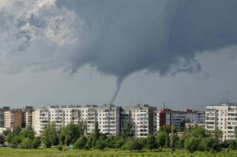 В Ростовской области смерчи срывали крыши и уносили коров (4 фото + видео)