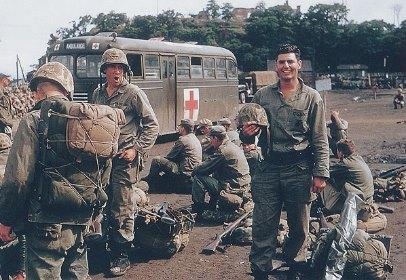 Сеульский призрак безголового солдата (2 фото)