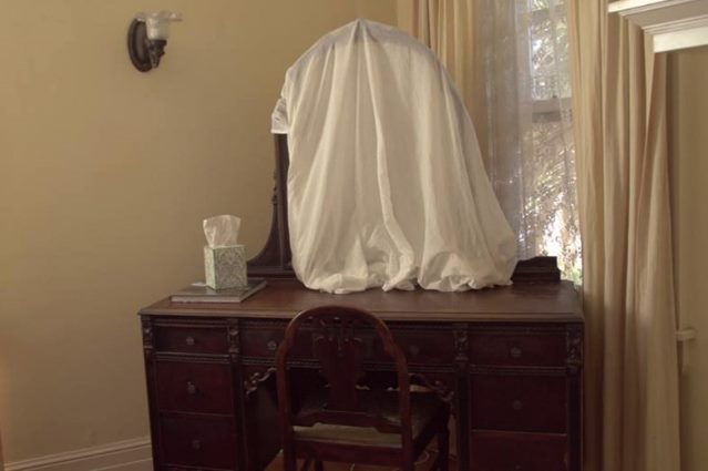 Зеркало в доме умершего