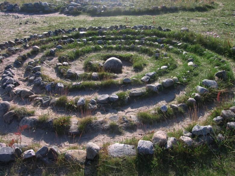 Каменные лабиринты Соловецких островов (10 фото)