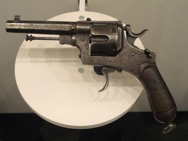 Осечки револьвера (2 фото)