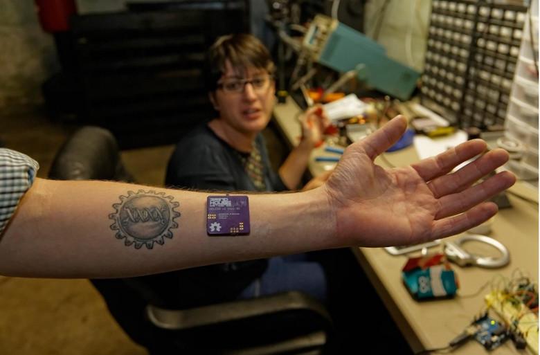 Биохакинг позволит вам подключить тело к чему угодно (2 фото)
