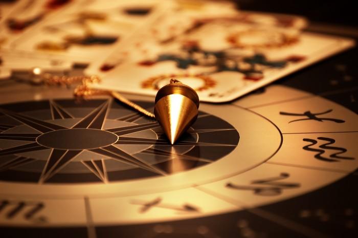 Согласно свежему опросу треть россиян верят в колдунов, мистику и суеверия