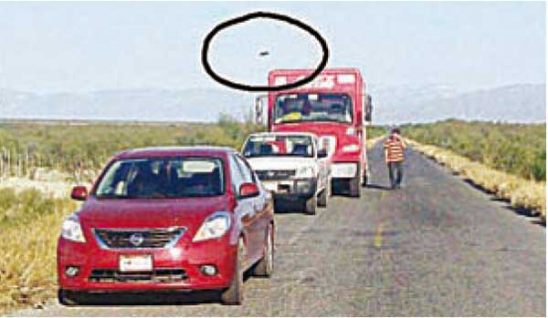 НЛО мог стать причиной ДТП в Мексике (2 фото)