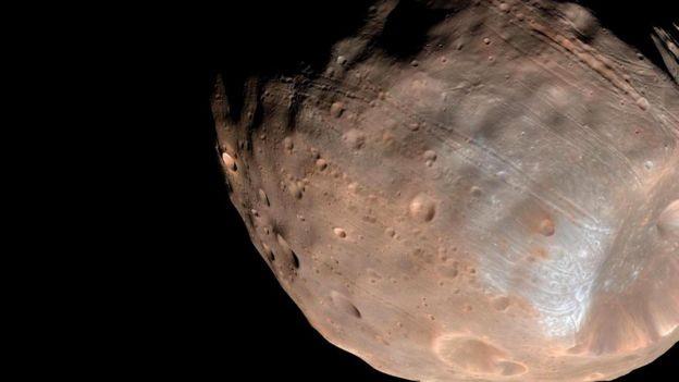 Загадочный монолит на поверхности марсианского спутника Фобоса (4 фото)