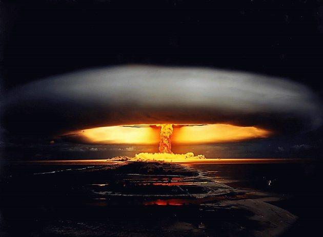 Пришельцы против атомных войн (3 фото)