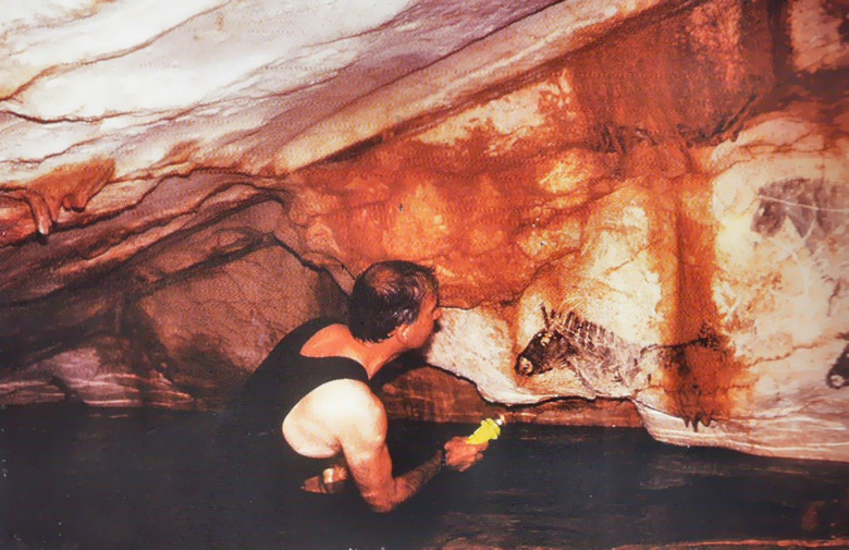 Невероятные рисунки в пещере Коске